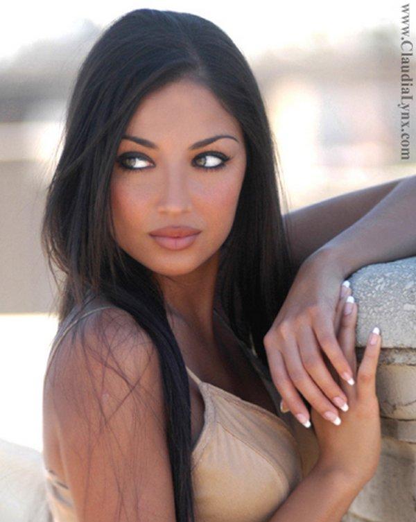 Top 20 Hot and Happening Attractive Women 2010