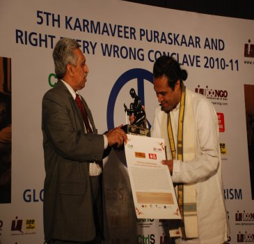 tk-mathewfounder-of-deepalya-sayed-salluddn-pasha-civil-society-karmaveer-puraskaar-disability